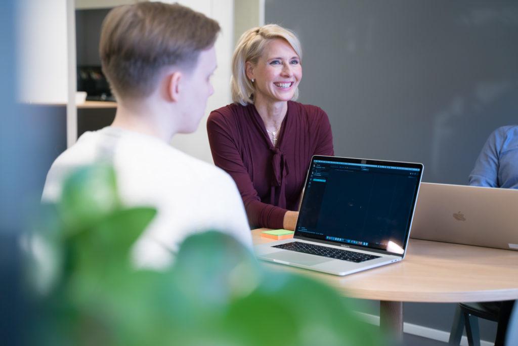 """""""Suomi.fi-betalningar har varit ett flytande sätt för våra kunder att betala på nätet"""", säger Maaria Toikka från Traficom."""