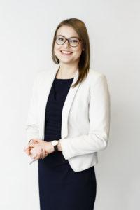 Kuvassa Valtiokonttorin taloushallintoasiantuntija Katri Kanerva.